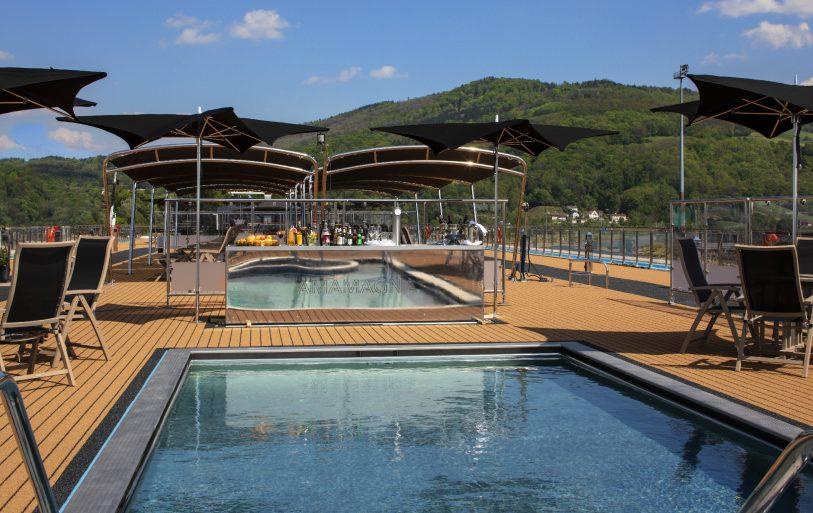 Sky Bar - Sunset Deck AmaMagna - Amawaterways